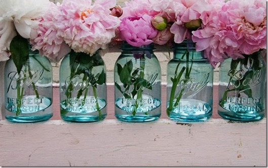 mason+jar+filled+with+pink+peonies_thumb[3]